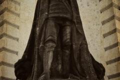 старая синагога Праги, статуя голема.
