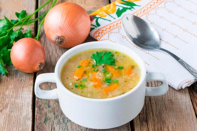 Классический луковый суп.