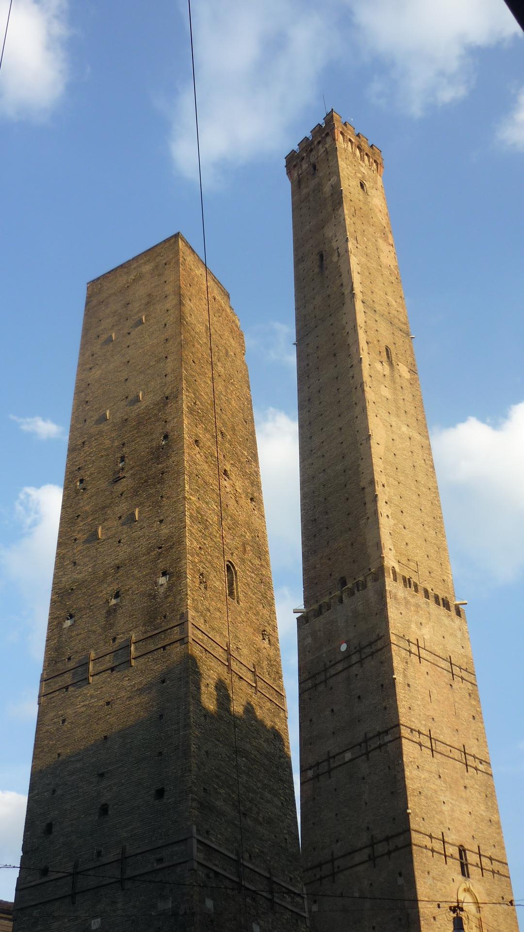 Падающие башни.