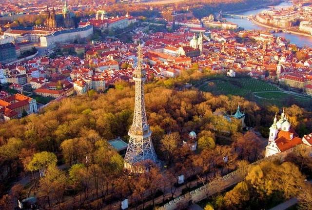Эйфелева башня….Прага…