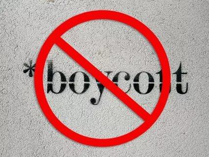 В Совфеде призвали российских туристов бойкотировать Францию.