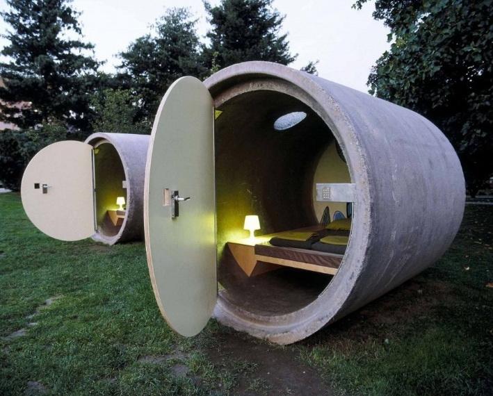 Отель в канализационной трубе.
