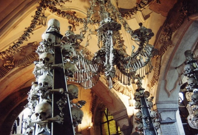Церковь из костей в Чехии.