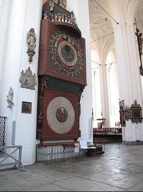 Самые большие деревянные часы.