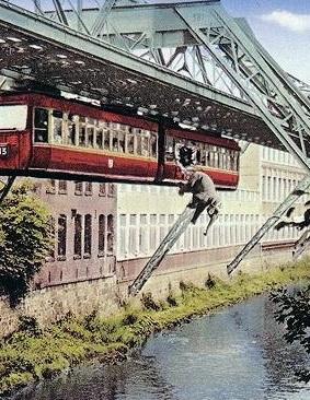 Плывущая железная дорога.