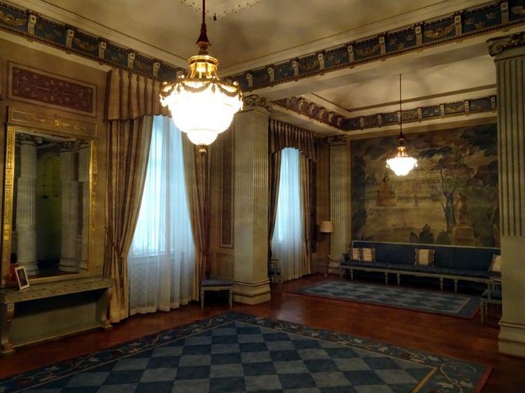 Королевский зал ожидания.