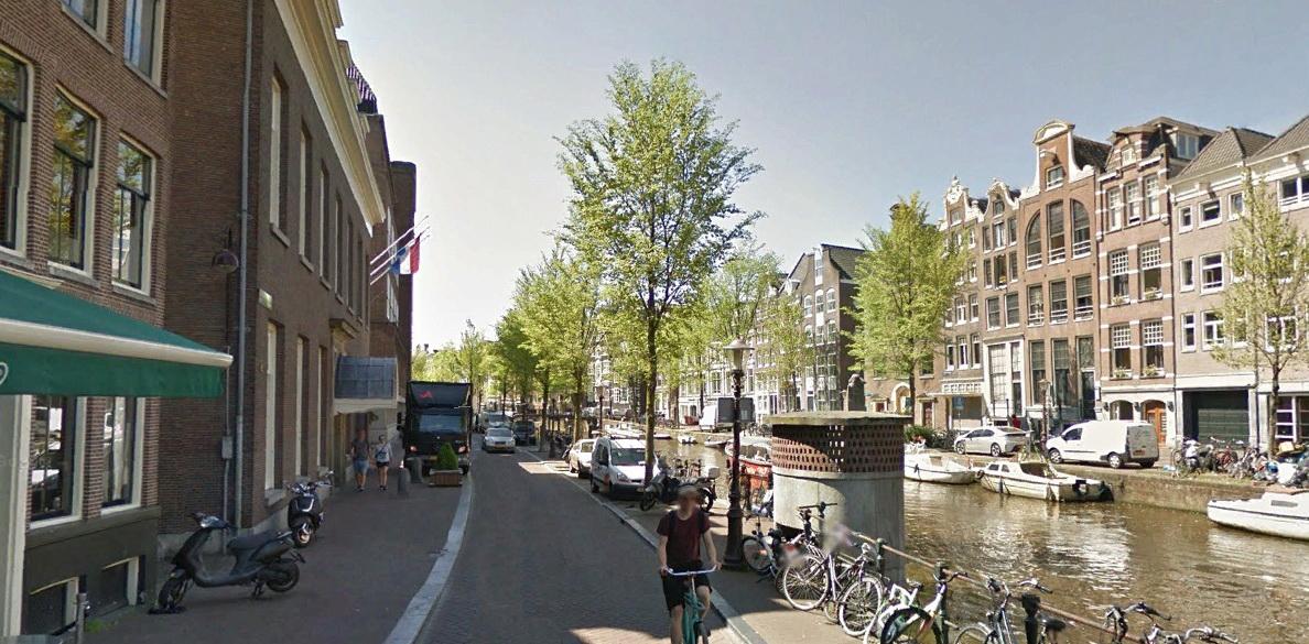 Уличный туалет Амстердама.