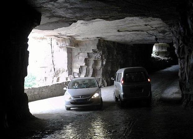 Рукотворный тоннель.