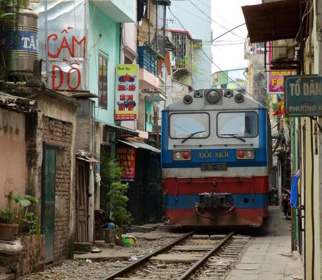 Железнодорожная улица в Ханое.