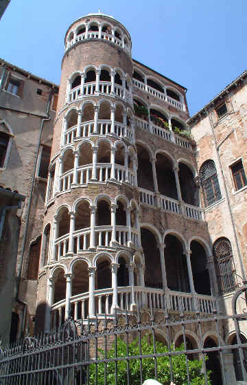 Scala Contarini del Bovolo. Венеция.