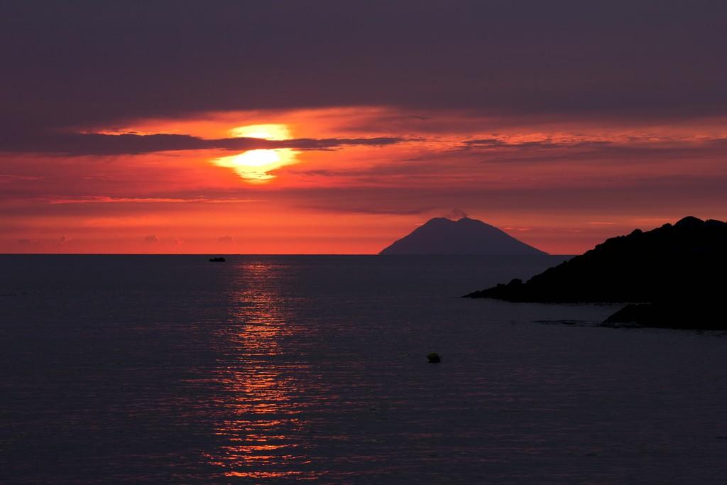 Остров Стромболи. Италия.