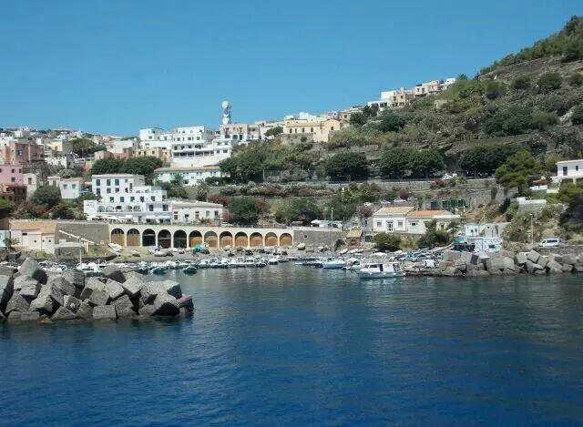 Остров Устика. Италия.