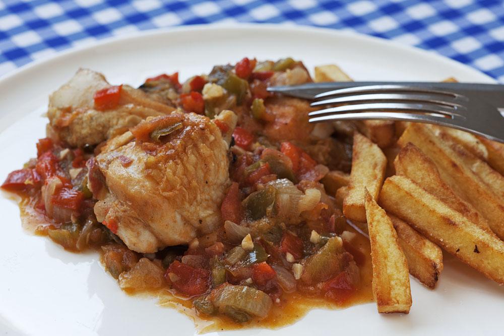 Средиземноморская диета. Курица в соусе «chilindrón».