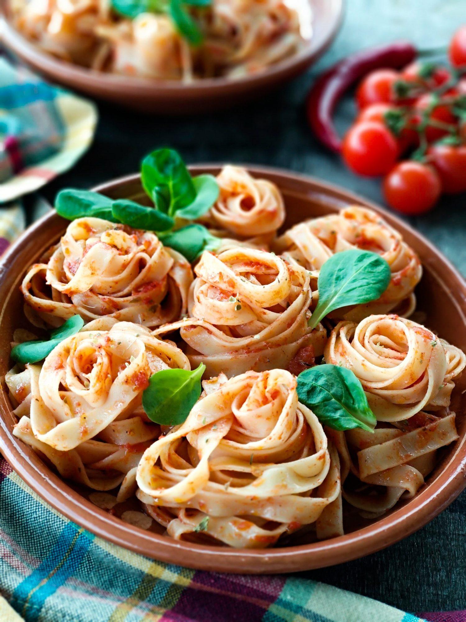 Средиземноморская диета. Паста с вялеными помидорами и оливковым маслом.