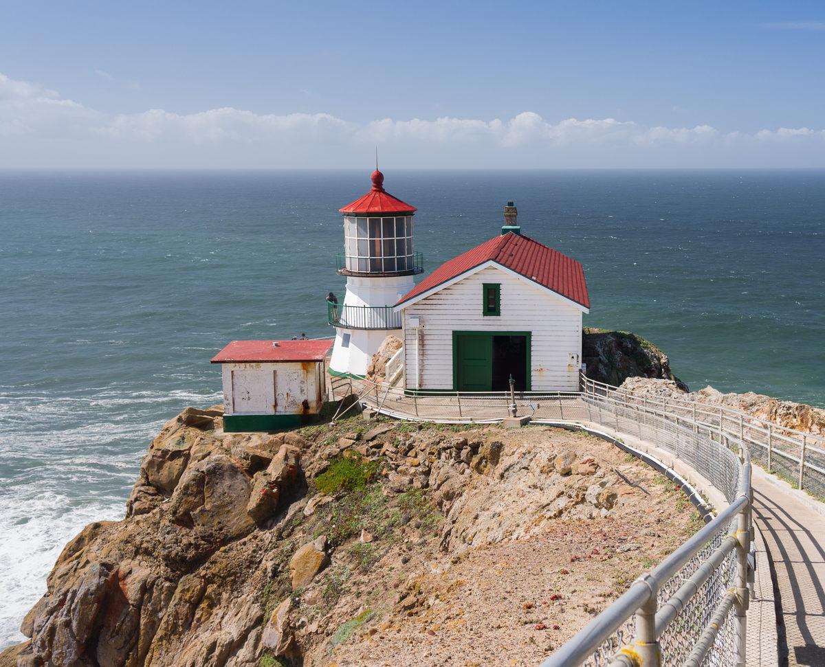 Особенный маяк. Калифорния.