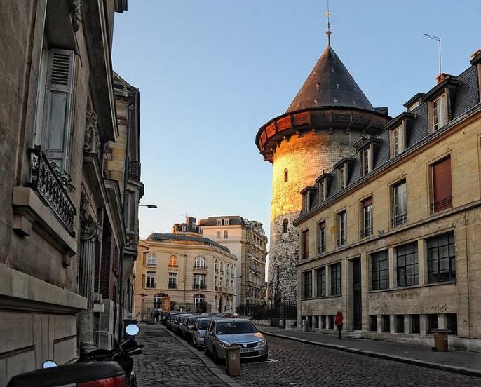 Башня Жанны Д'Арк.