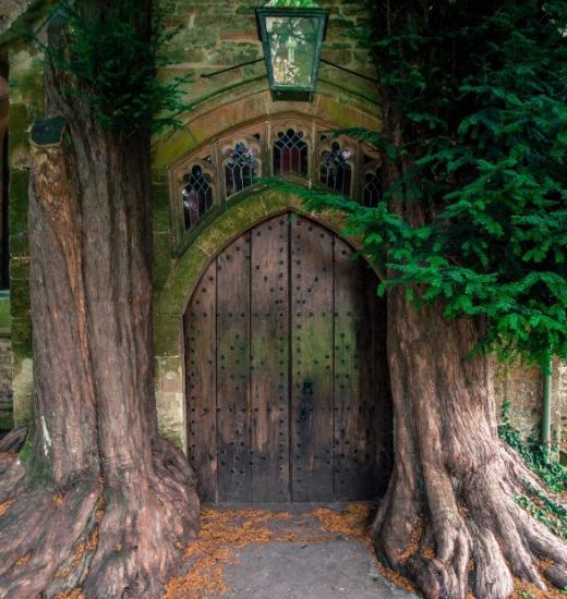 Самый оригинальный вход в церковь. Возможно даже в мире.