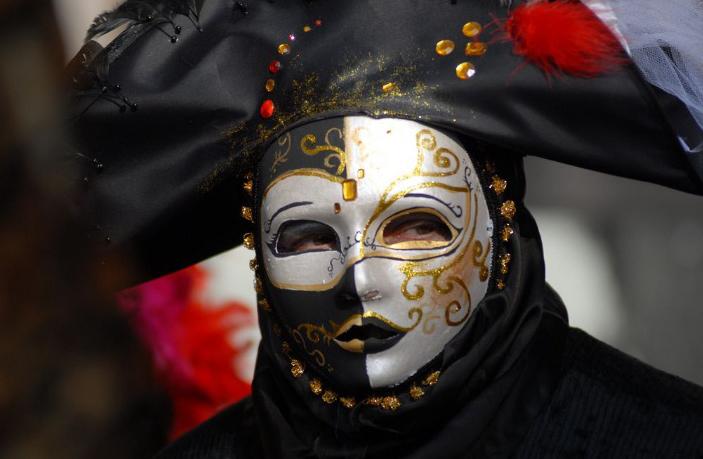 Самые популярные маски и костюмы Венецианского карнавала.