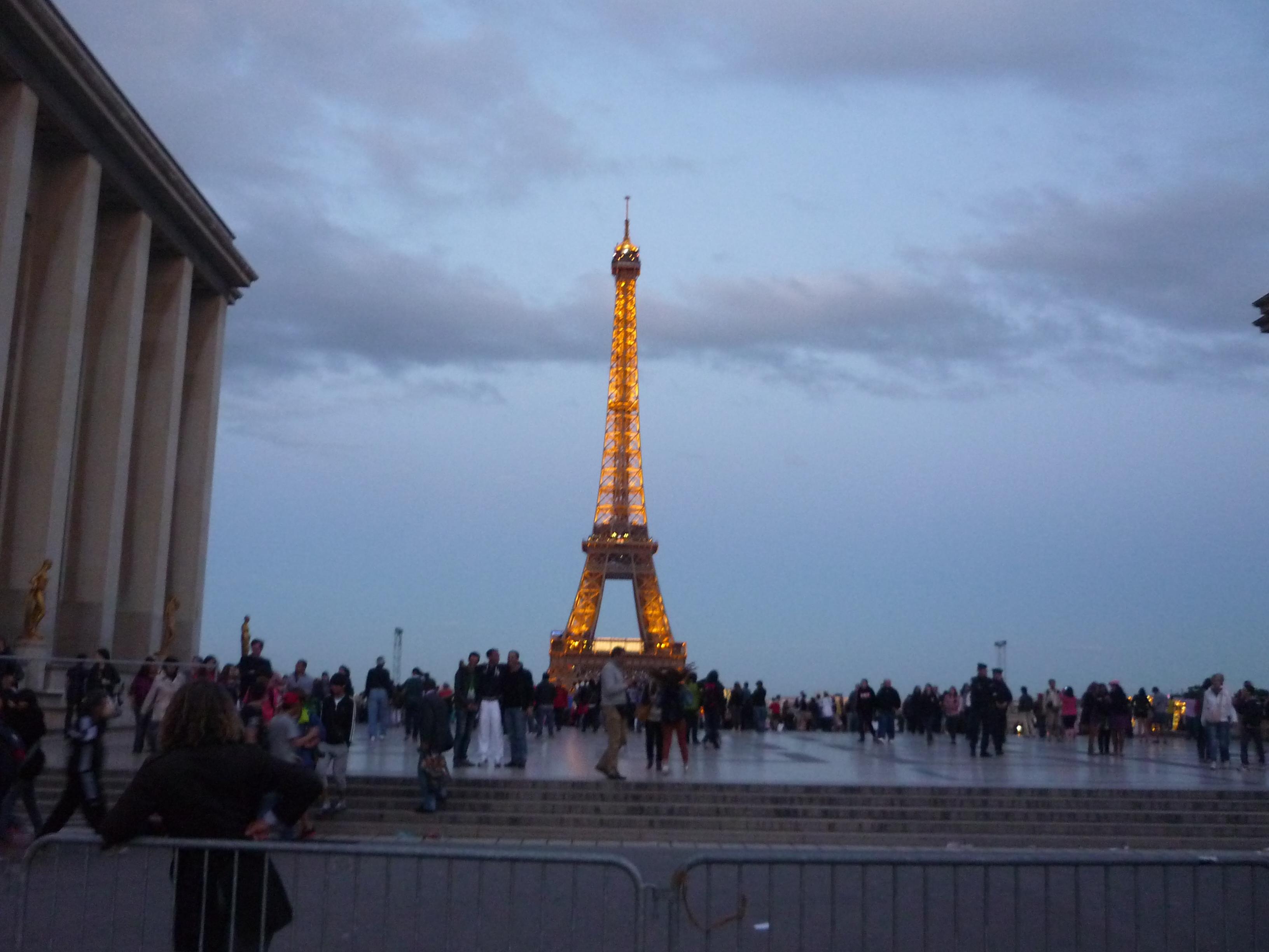 Запрещенные фото Эйфелевой башни.