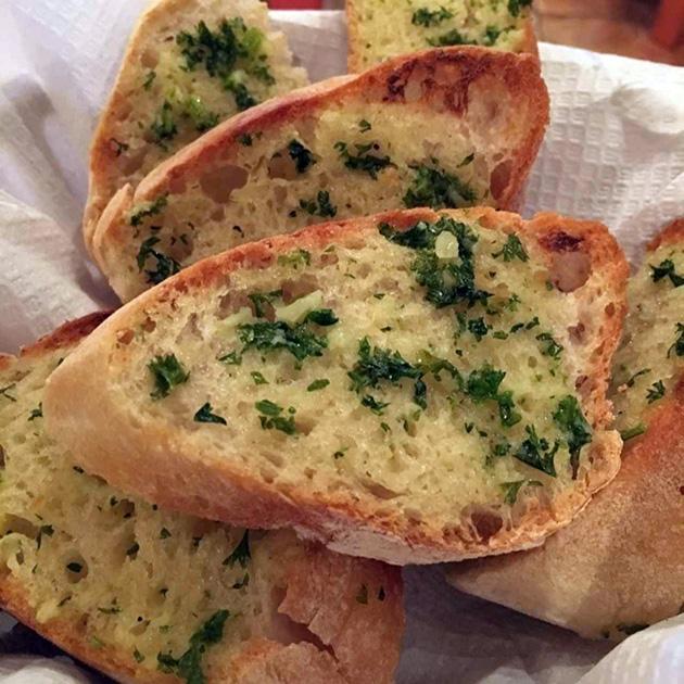 Средиземноморская диета. Хлеб с чесноком.