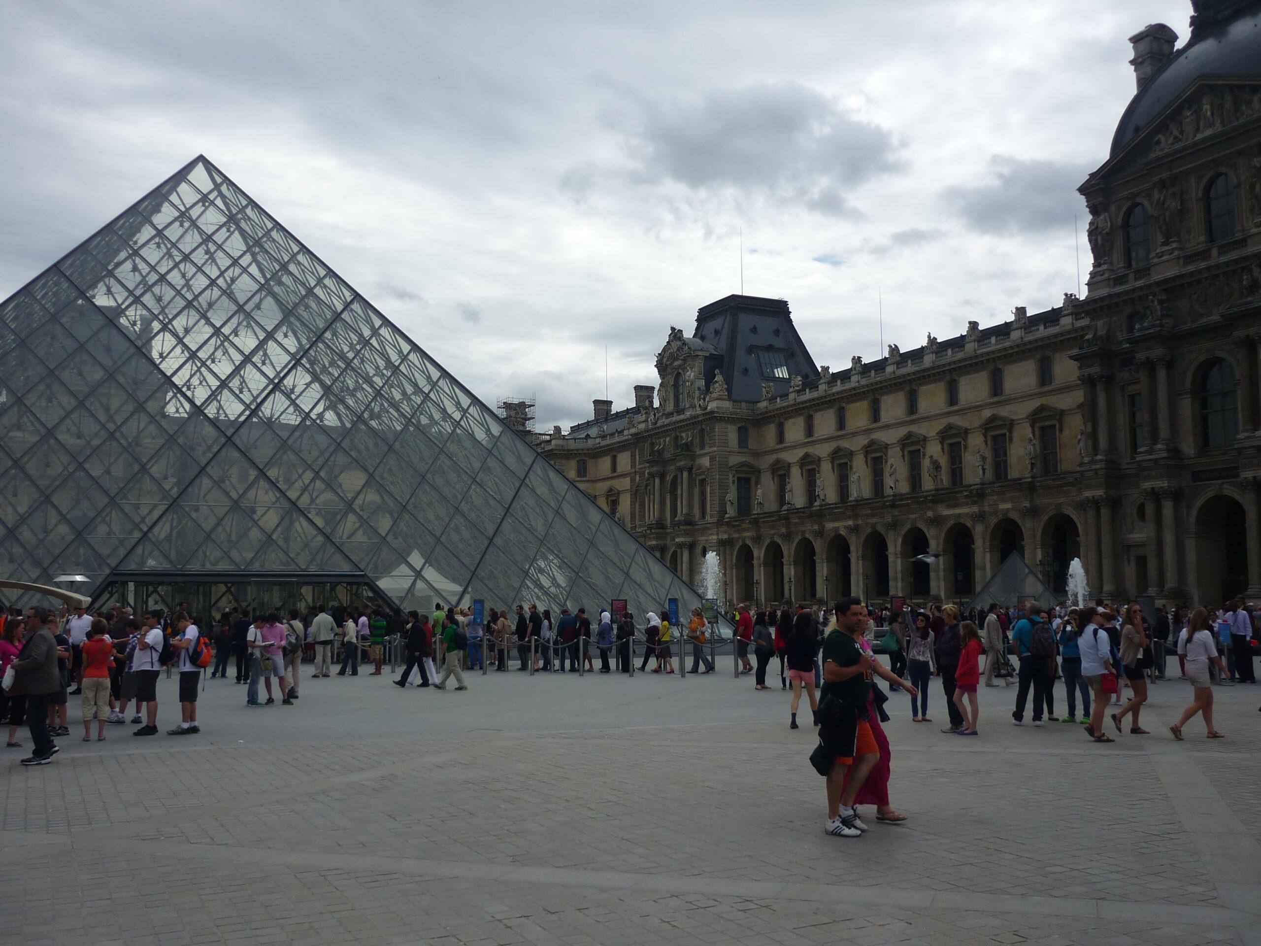 Что по мнению французов, можно не делать в Париже.