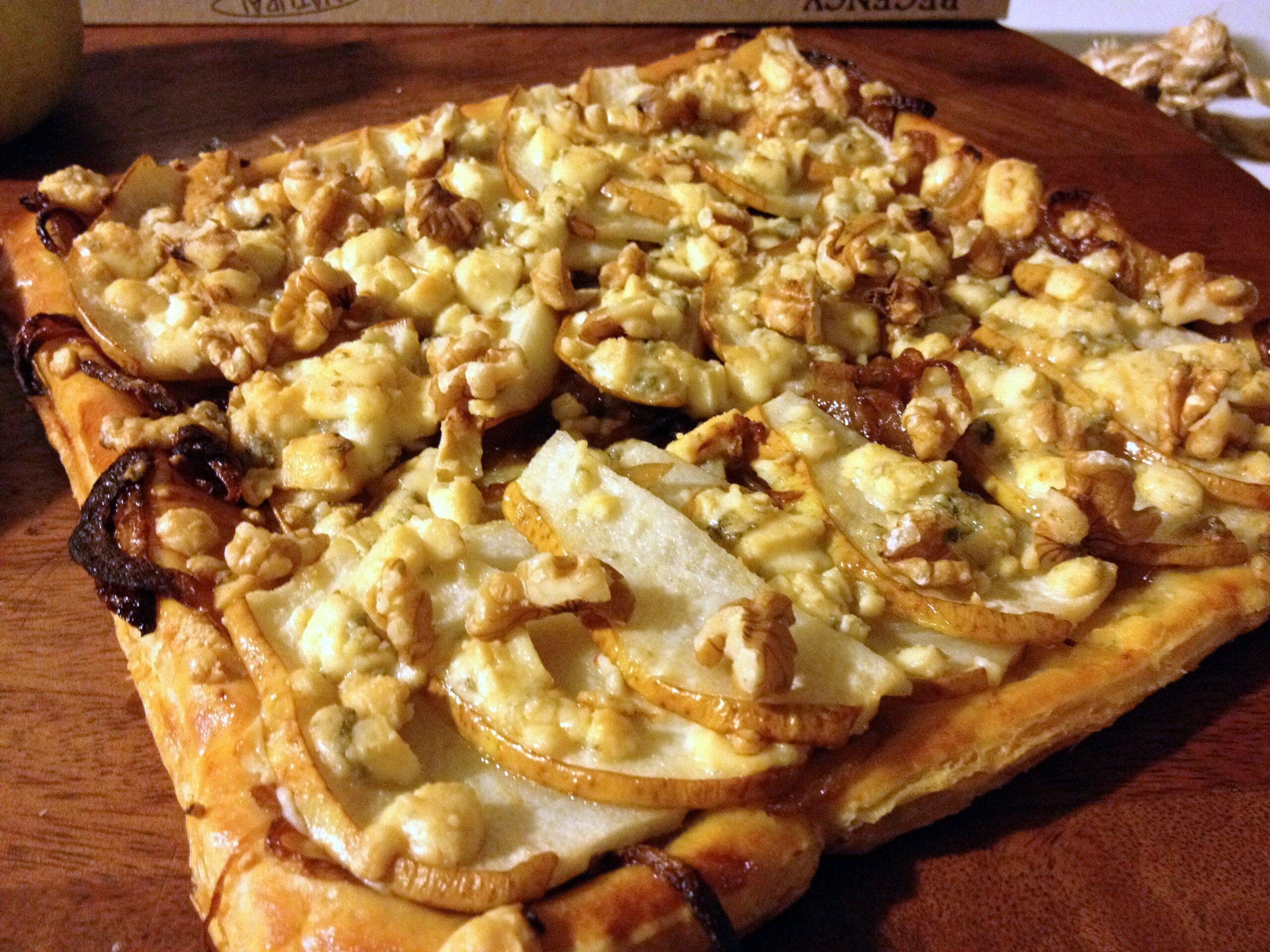 Средиземноморская диета. Пирог с карамелизированным луком и грушей.